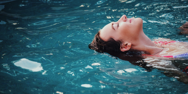 how to protect hair from chlorine