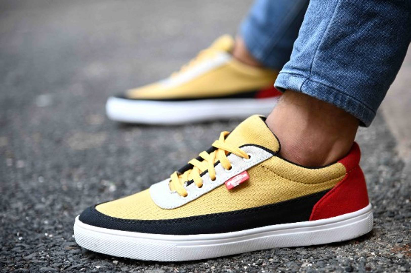 Men's Yellow Skateboarding Self Design Casual Sneakers