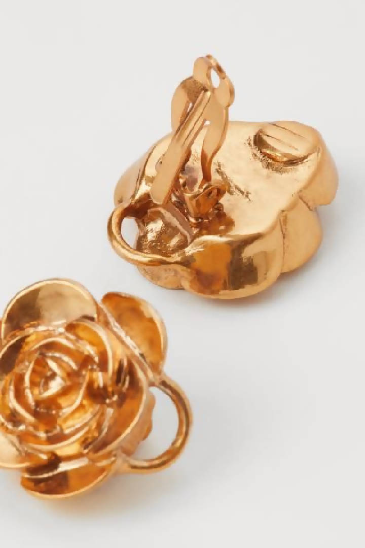 H&M Conscious Exclusive. Rare pair of rose-shaped, metal clip earrings that can be transformed into a bracelet or necklace