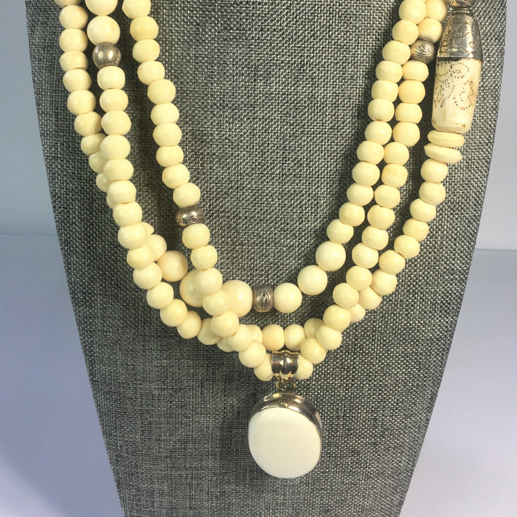 Blonde Agate with White Onyx Pendant Necklace