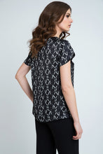 Load image into Gallery viewer, Short Sleeve Black and White Print Top