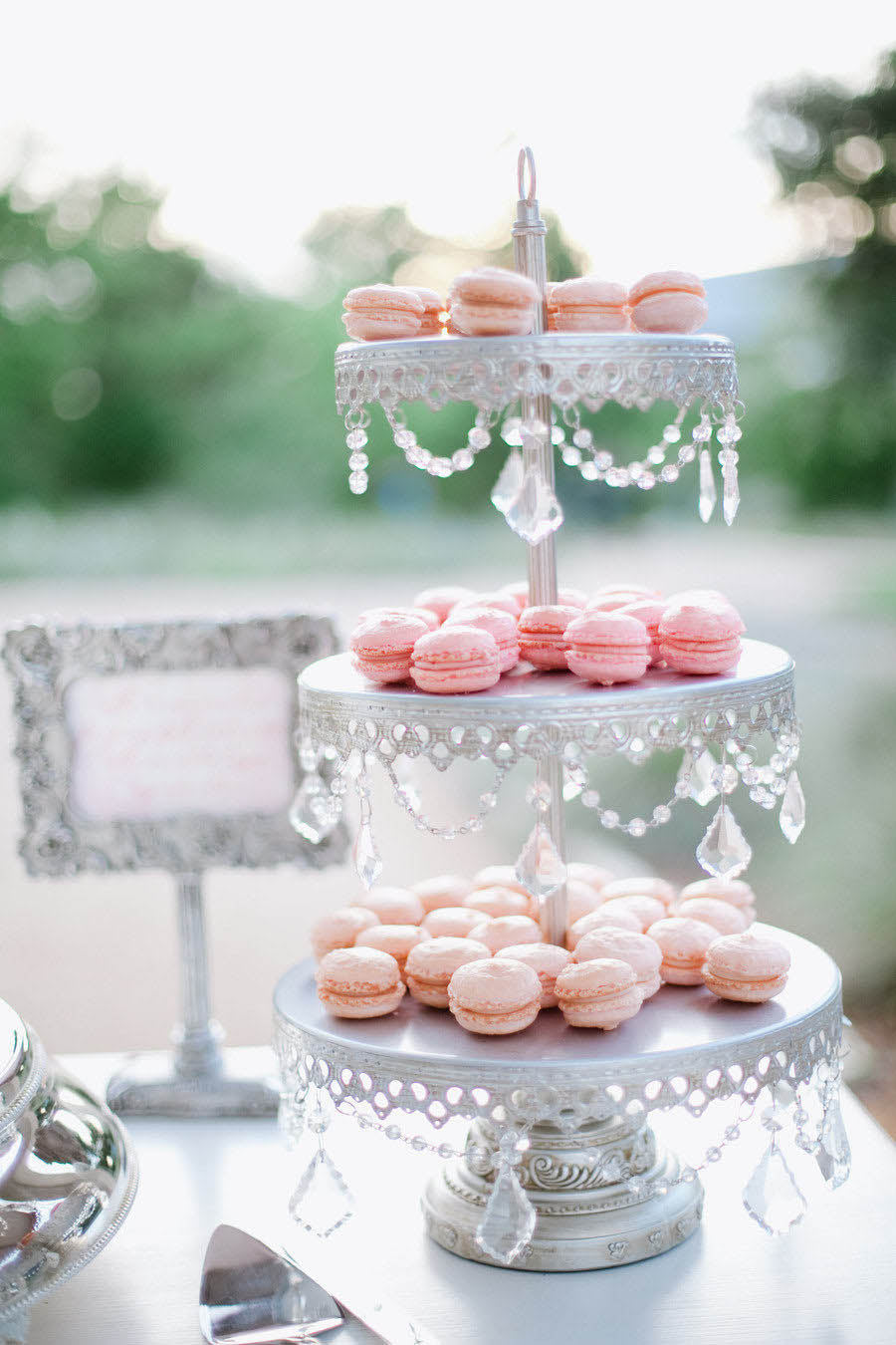 silver chandelier macaron stand with pink macarons