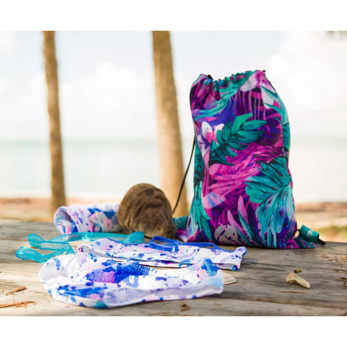 TROPICAL LEAVES - DRAWSTRING BACKPACK