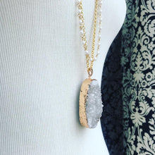 Load image into Gallery viewer, Layering bold druzy gold toned pearl beaded chain  necklace