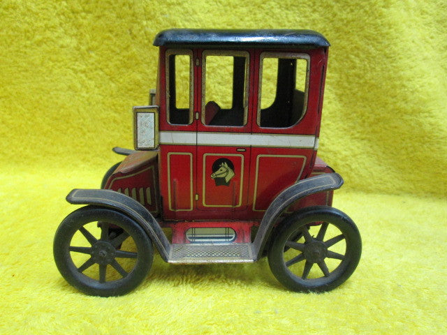 Antique Car(125H x 135L x 80D)