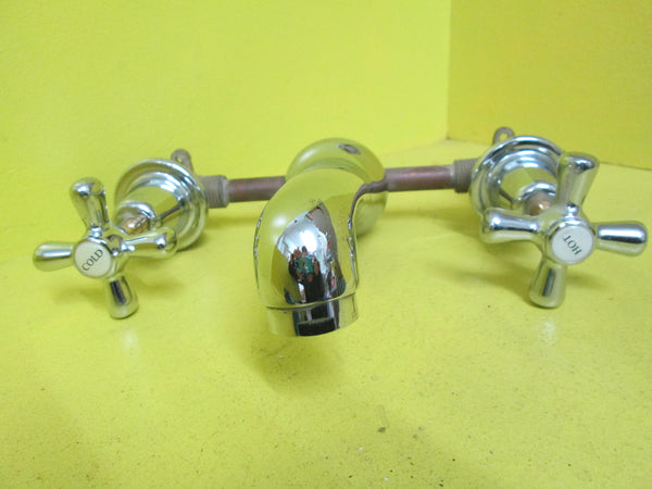 Wide Spread Two Handles Bathroom Faucet in Chrome