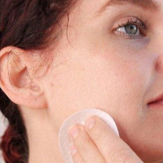 Load image into Gallery viewer, Woman using Acne Correction Pads