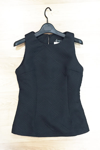 Black Sleeveless Top With 3D Lining