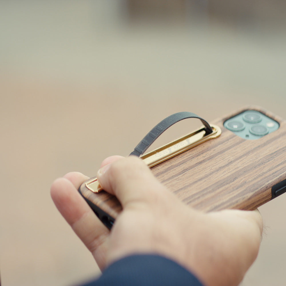 gold sleekstrip holding phone outdoor