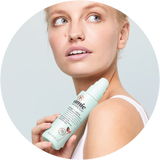 Woman holding Amie clear and calm mattifying moisturiser