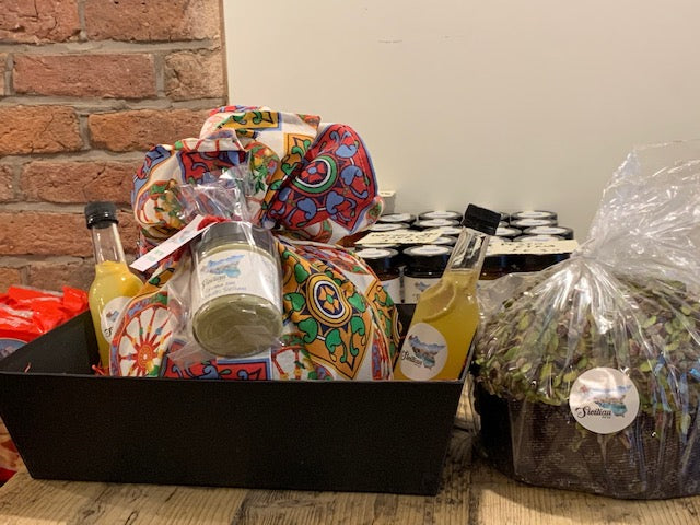 Hamper: Panettone and Limoncello signed by Sicilian NQ