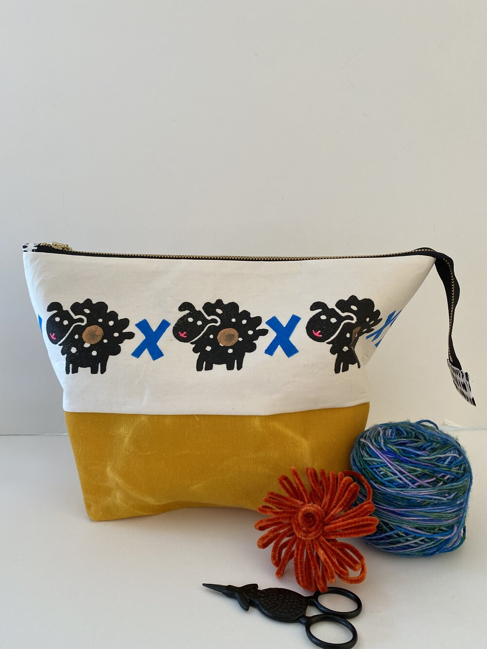 Zipper project bag - L - Six sheepies and eight crosses