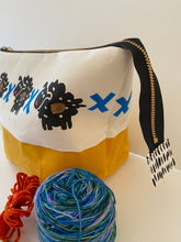 Load image into Gallery viewer, Zipper project bag - L - Six sheepies and eight crosses