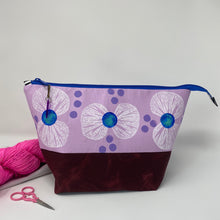 Load image into Gallery viewer, Zipper project bag - L - White bowtie flowers printed on petunia cotton