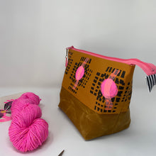 Load image into Gallery viewer, Zipper project bag - L - Black block printed grid with pink dots