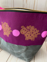 Load image into Gallery viewer, Zipper project bag - L - Gold sheepies