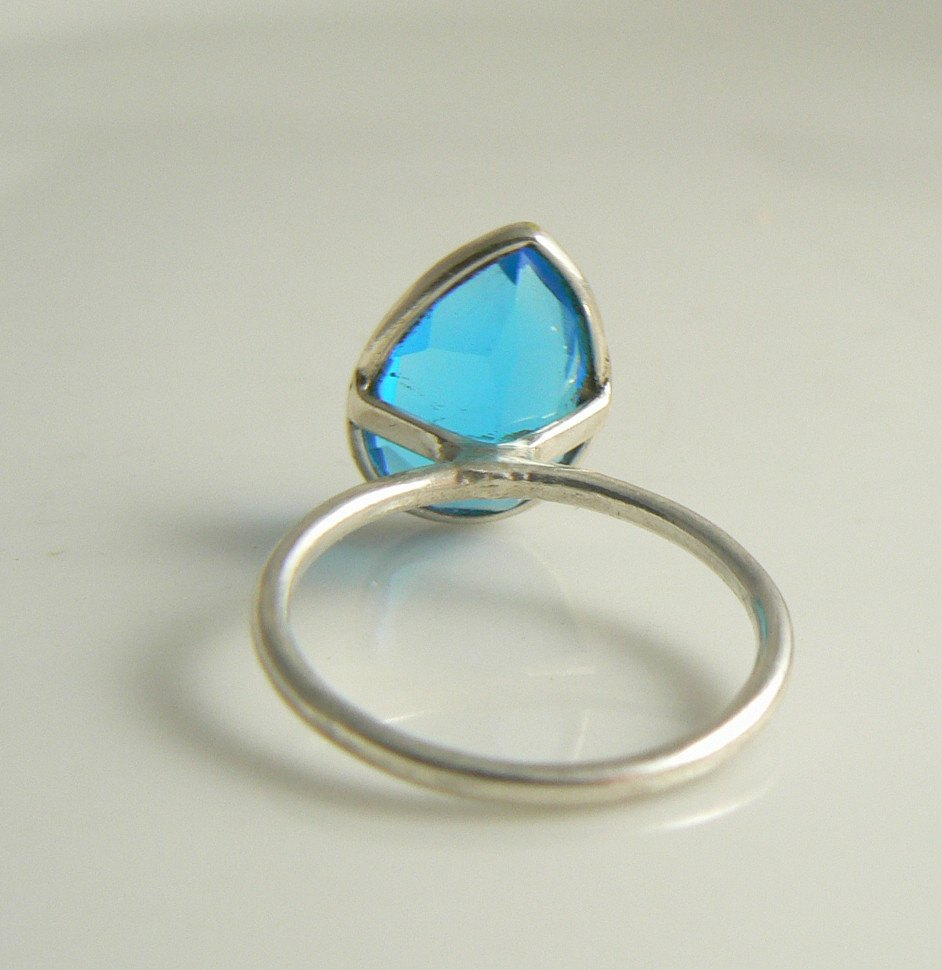 8ct London Blue Topaz Sterling Silver Ring - Vintage Lane Jewelry