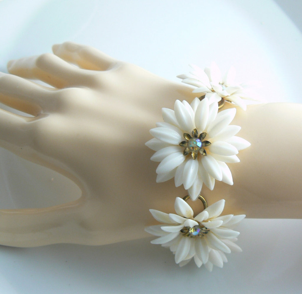 Details about  /Vintage Coro Earrings White Daisy Flower Rhinestones Screw On Costume Jewelry