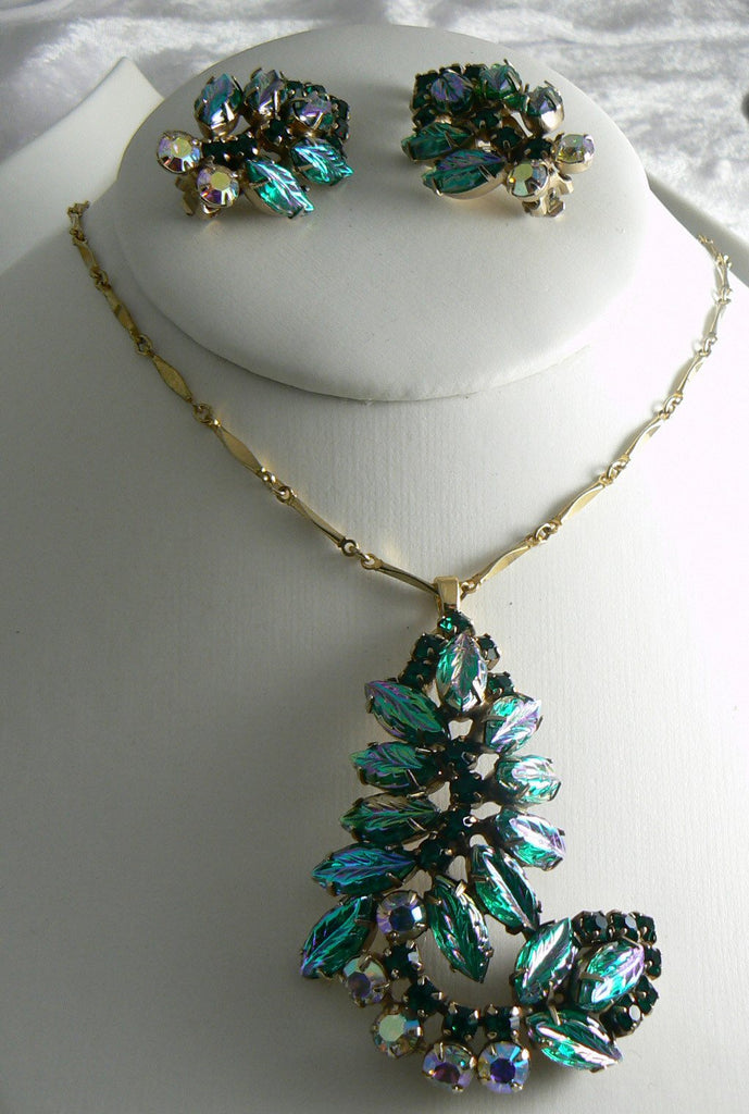Gorgeous Vintage Green Molded Art Glass Necklace Earring Set - Vintage Lane Jewelry