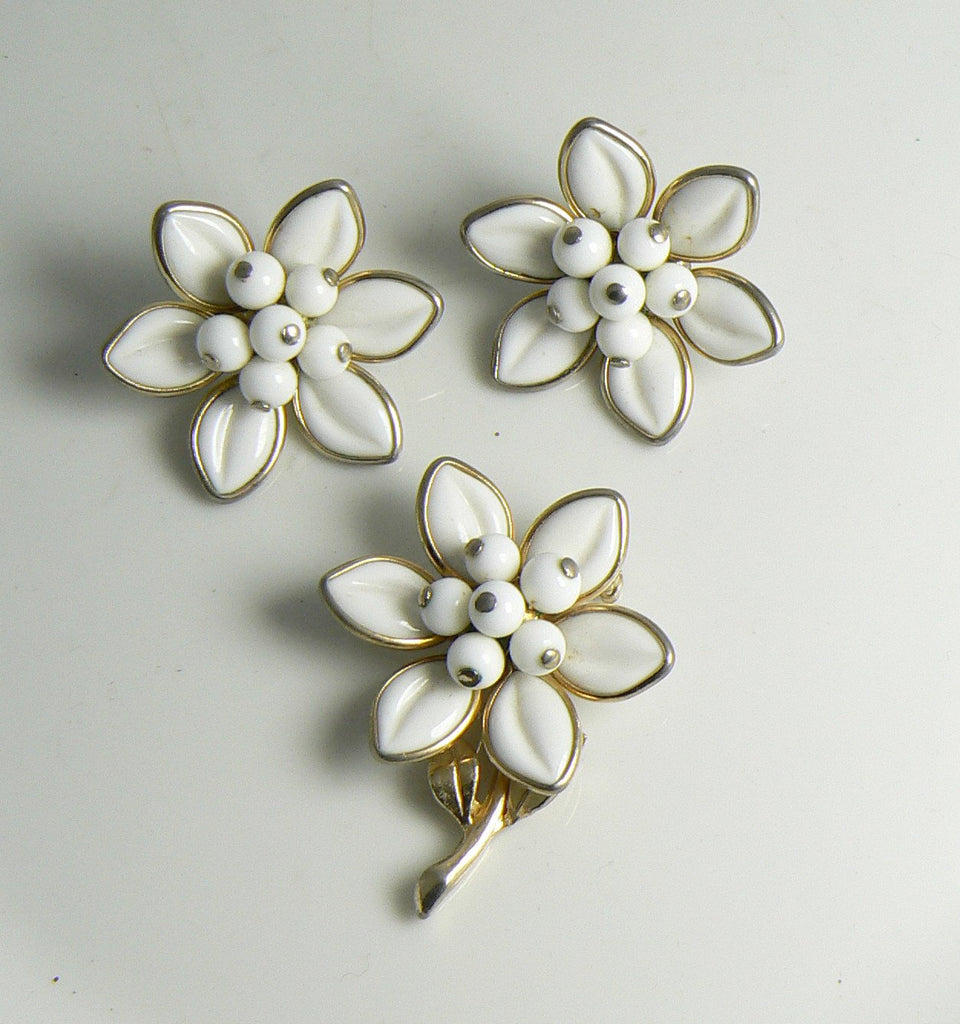 Vintage Coro white Milk Glass Demi Parure, Flower brooch and Clip Earrings - Vintage Lane Jewelry