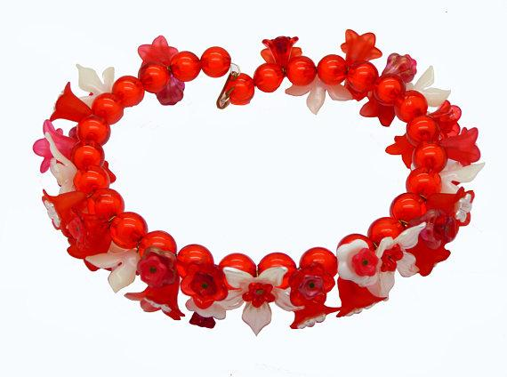 Red and White Lucite Flowers Beaded Necklace - Vintage Lane Jewelry