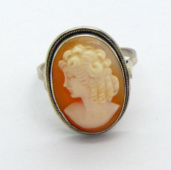 Art Deco Oval Left Faced Shell Cameo Sterling Silver Ring, Size 6.5 - Vintage Lane Jewelry