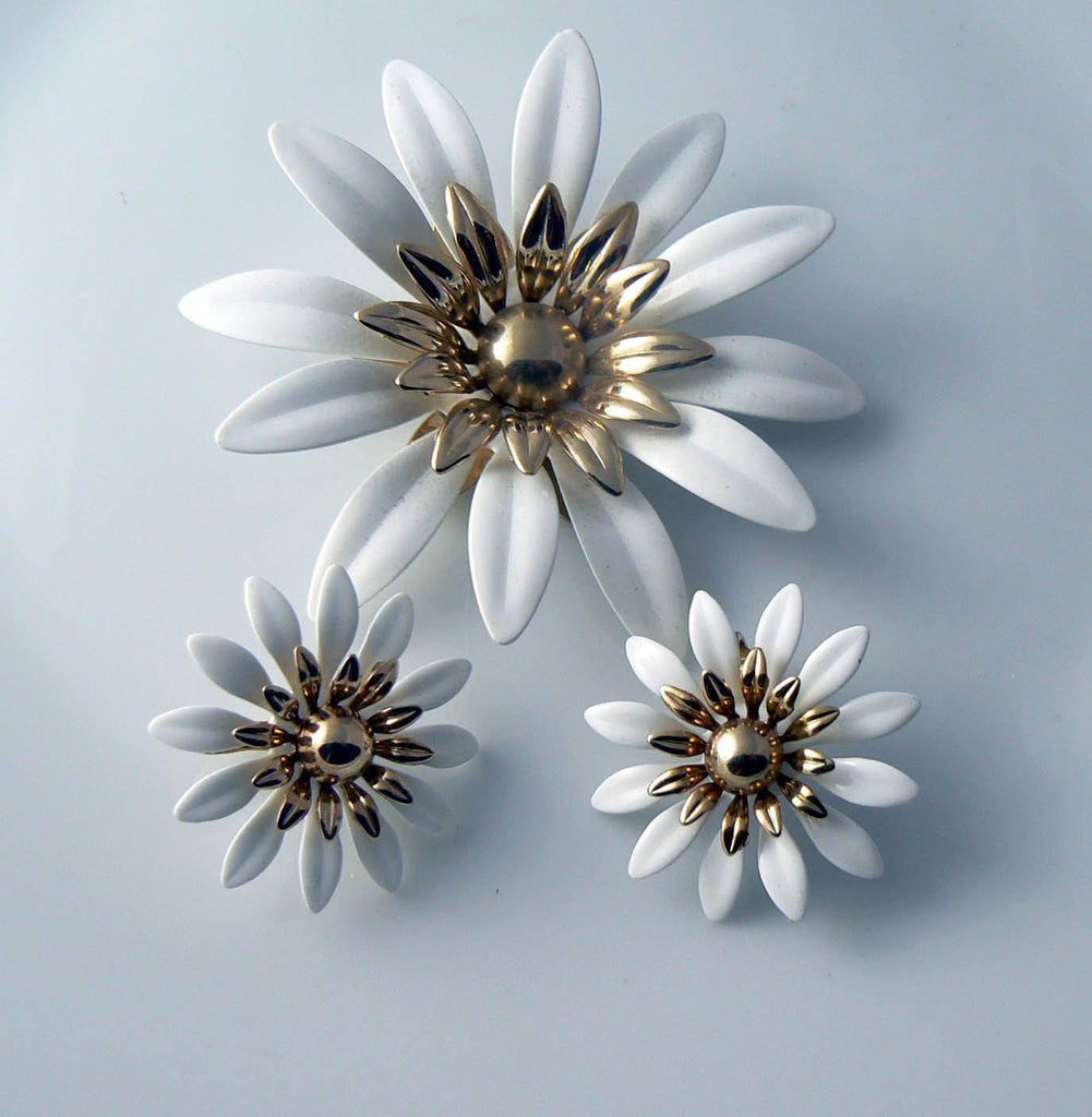 Vintage Sarah Coventry White Daisy Demi Parure - Vintage Lane Jewelry - 1