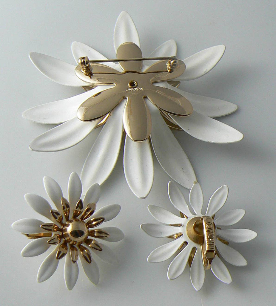 Vintage Sarah Coventry White Daisy Demi Parure - Vintage Lane Jewelry - 3