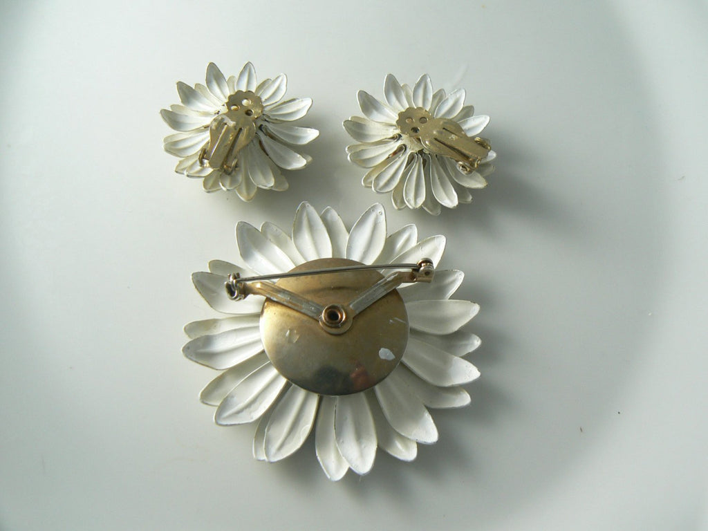 Enameled Gold Tone Daisy Flower Brooch Pin Clip-on Earrings - Vintage Lane Jewelry