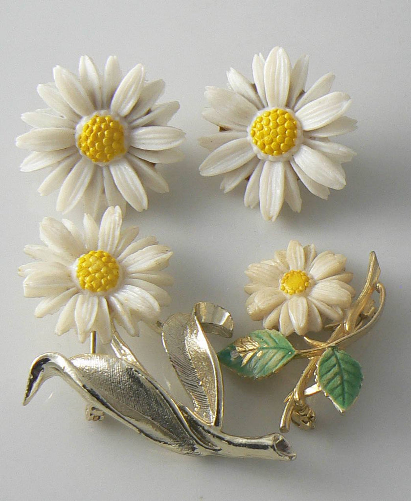 Sarah Coventry Daisy Pins And Clip Earrings - Vintage Lane Jewelry - 1