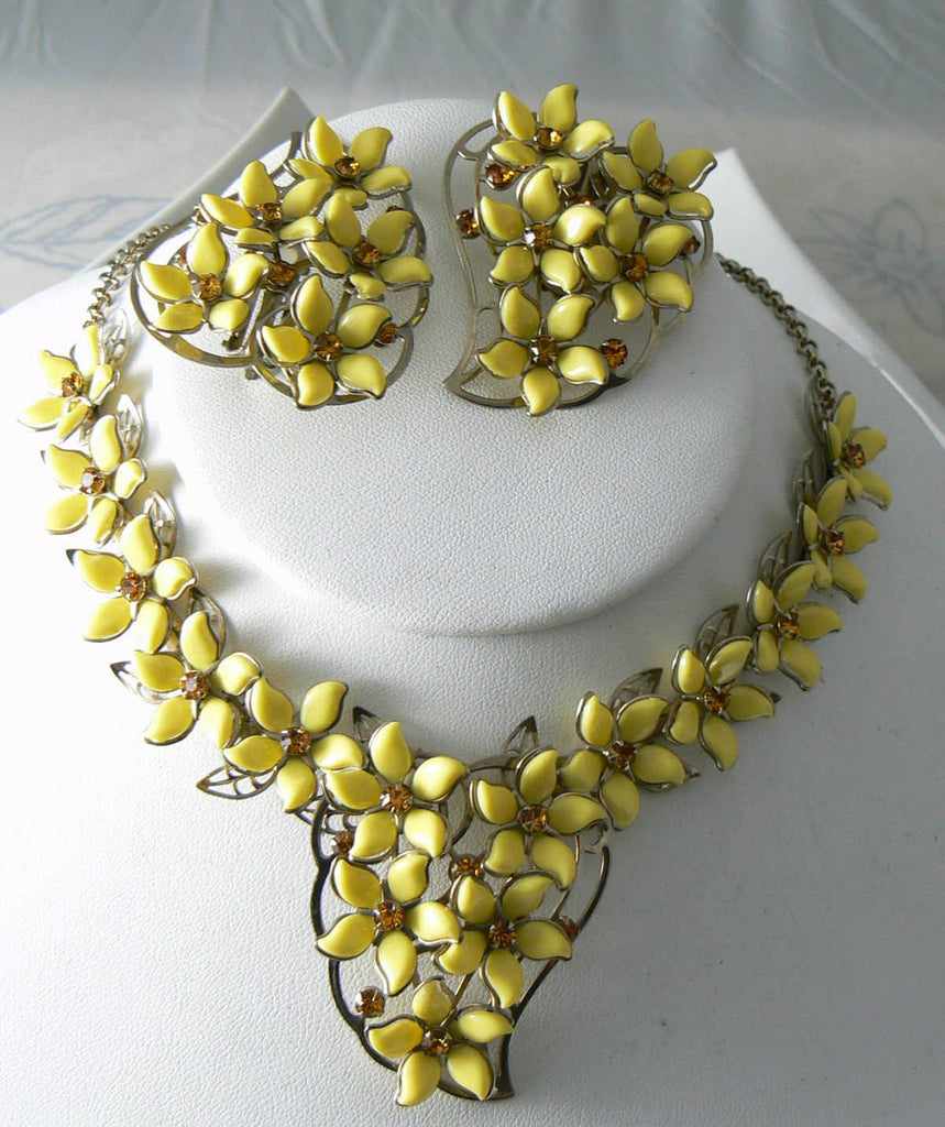 Vintage Yellow Plastic Flower Necklace And Earring Set - Vintage Lane Jewelry - 2
