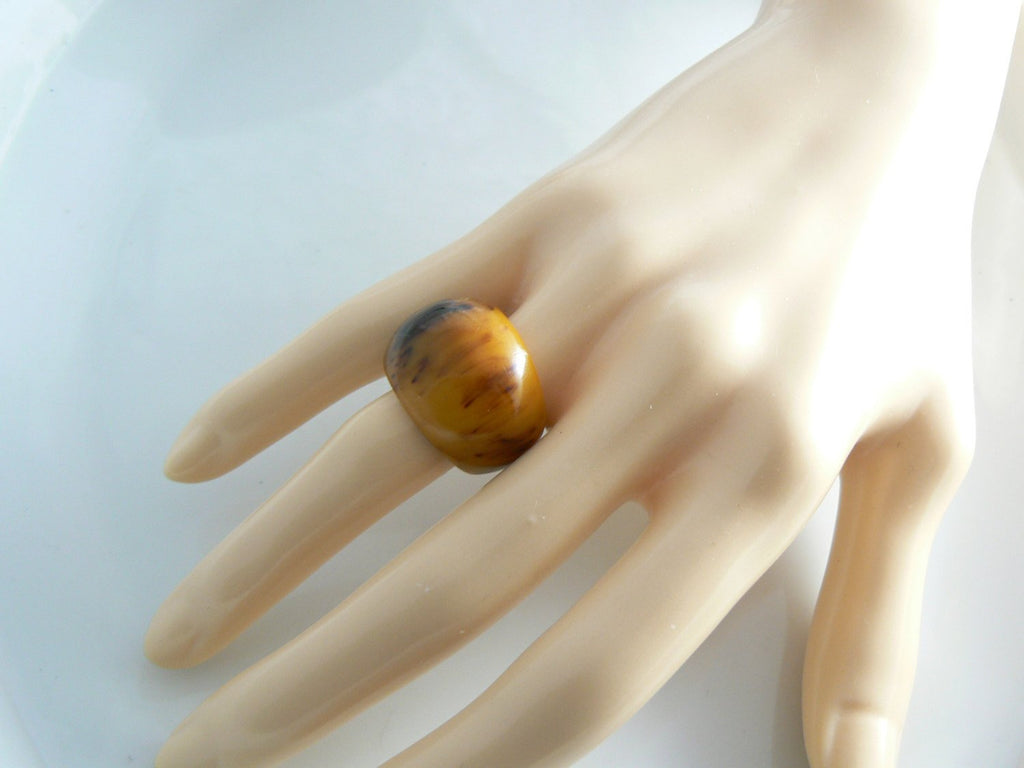 Vintage Butterscotch Marbled Bakelite Chunky Ring - Vintage Lane Jewelry - 3