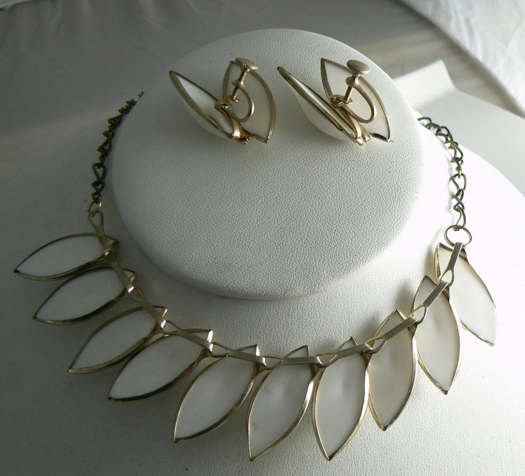 Vintage White Plastic Necklace And Earring Set - Vintage Lane Jewelry