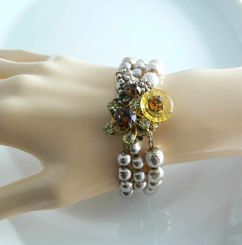Gorgeous signed Miriam Haskell Baroque pearls and Glass Beads Bracelet - Vintage Lane Jewelry