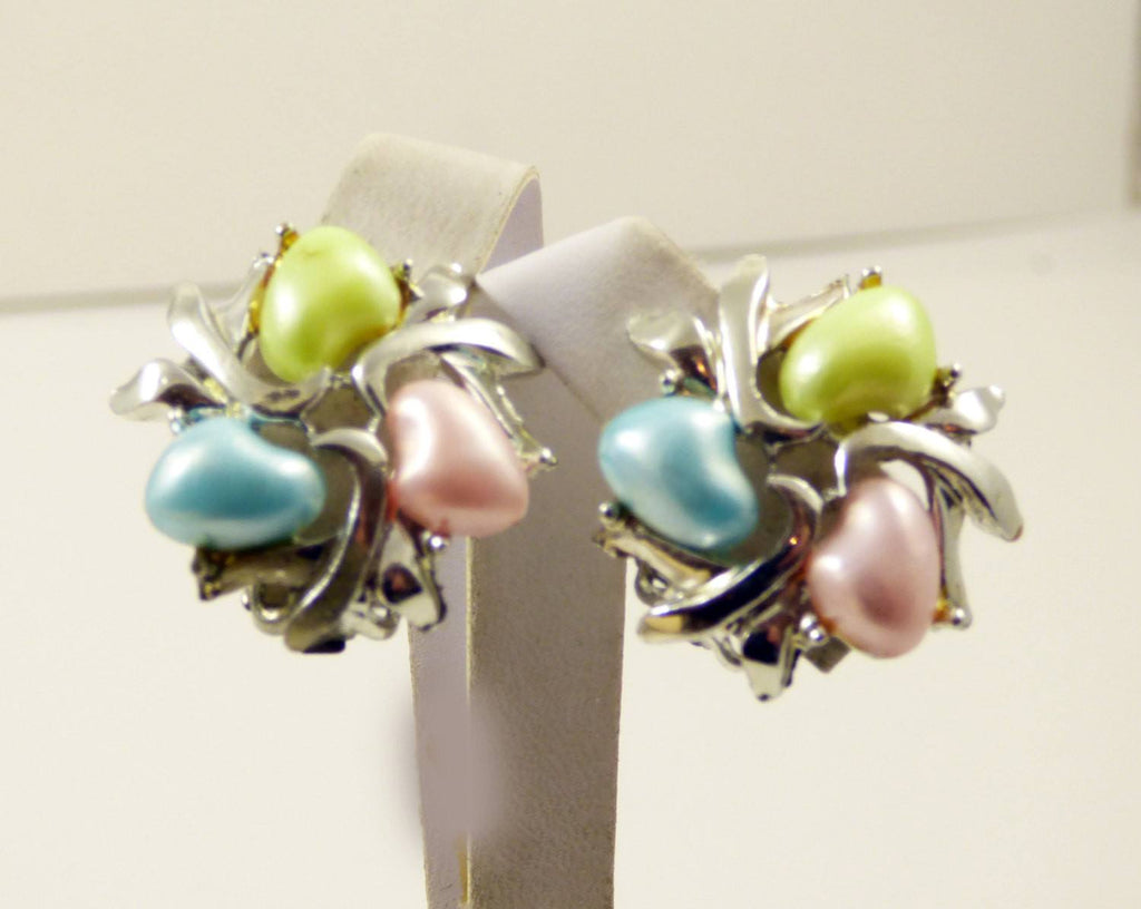Vintage BSK Pastel Thermoset Bracelet and Clip Earrings - Vintage Lane Jewelry