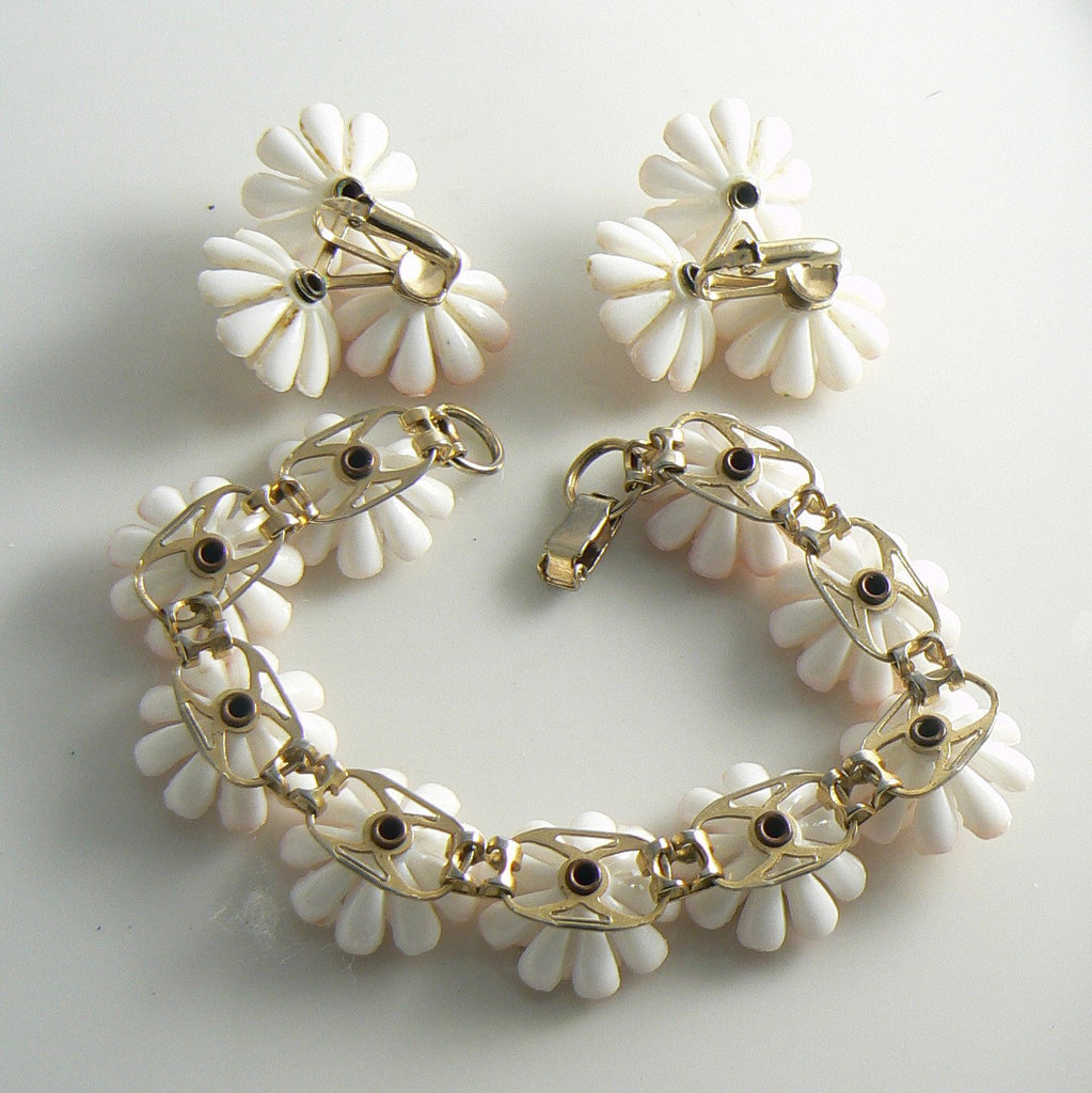 Peach and White Plastic Flower set - Vintage Lane Jewelry