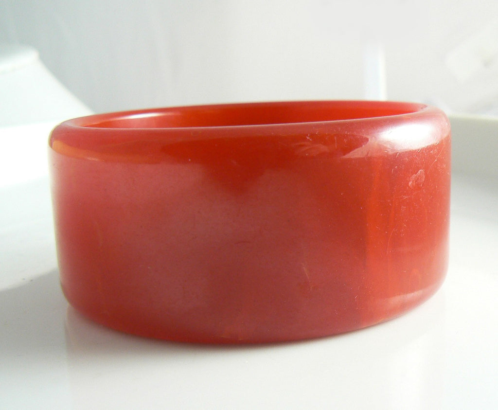 Vintage Marbled Cherry Bakelite Bangle Bracelet - Vintage Lane Jewelry