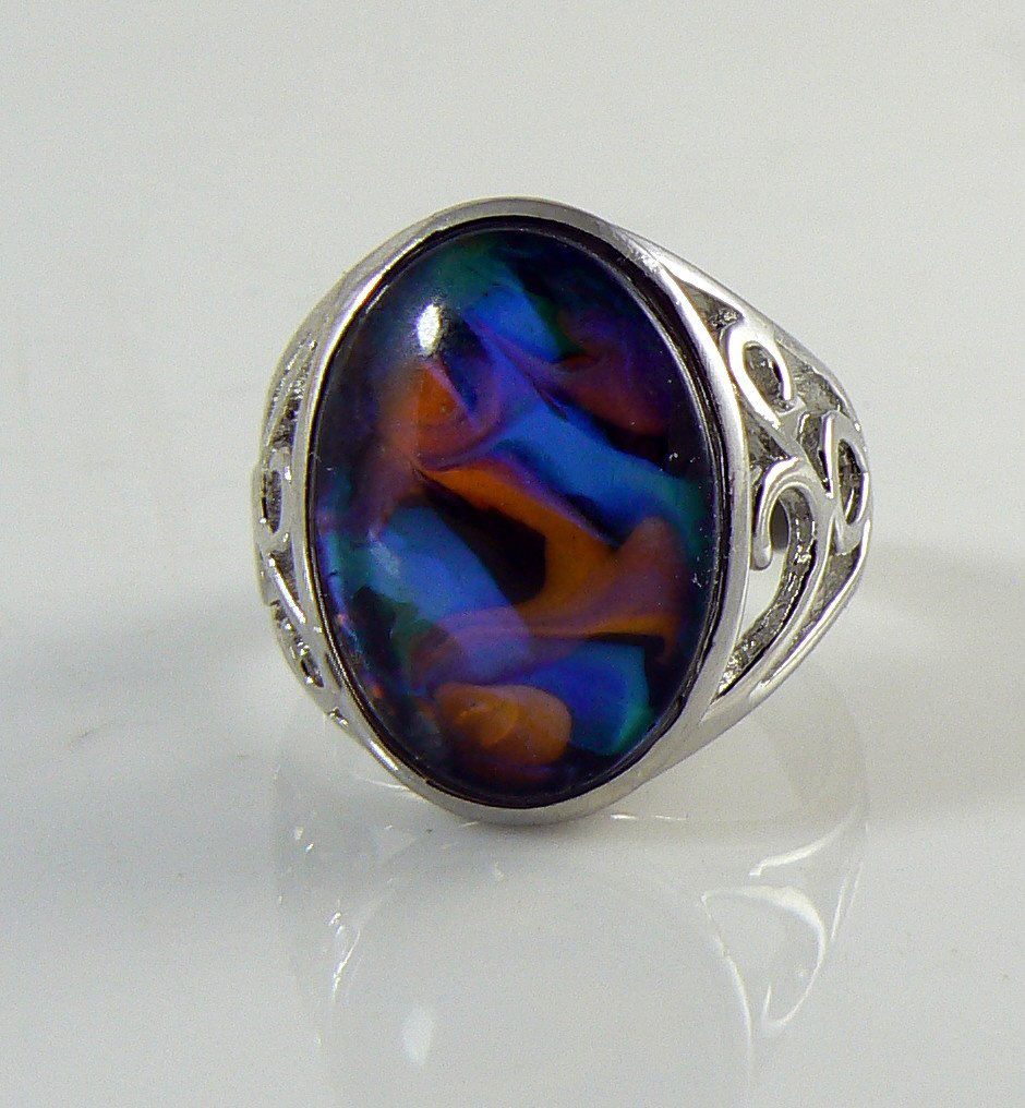 Beautiful Vintage Oval Swirl Mood Ring - Vintage Lane Jewelry