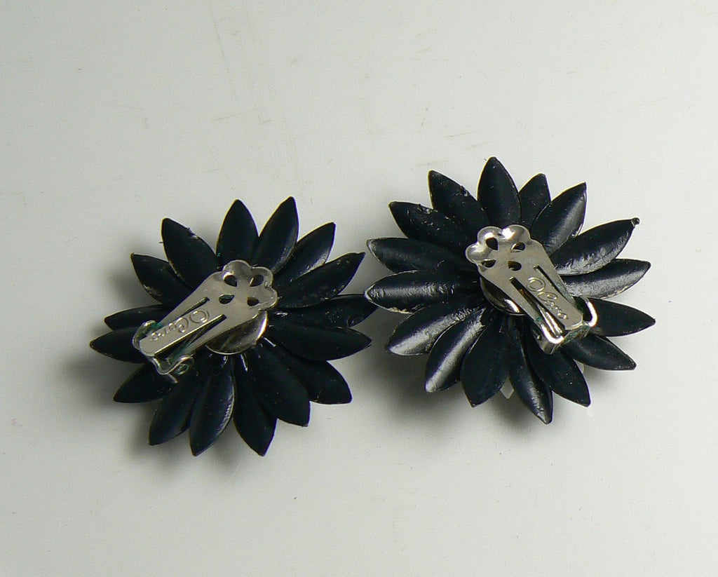Retro Plastic Black and White Daisy Clip Earrings - Vintage Lane Jewelry