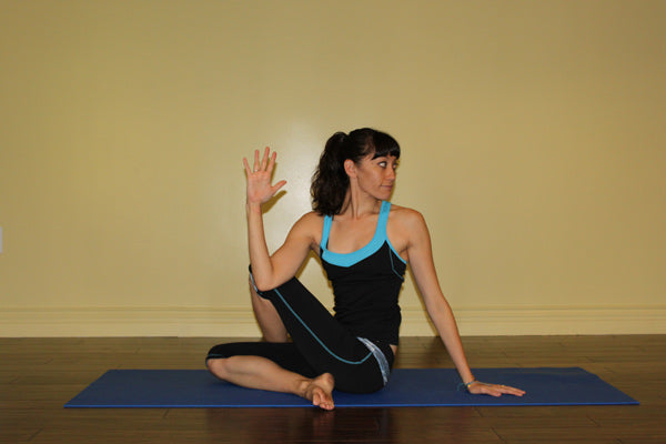 Yoga Poses For Fall: Assis demi-spiral twist - Ardha Matsyendrasana