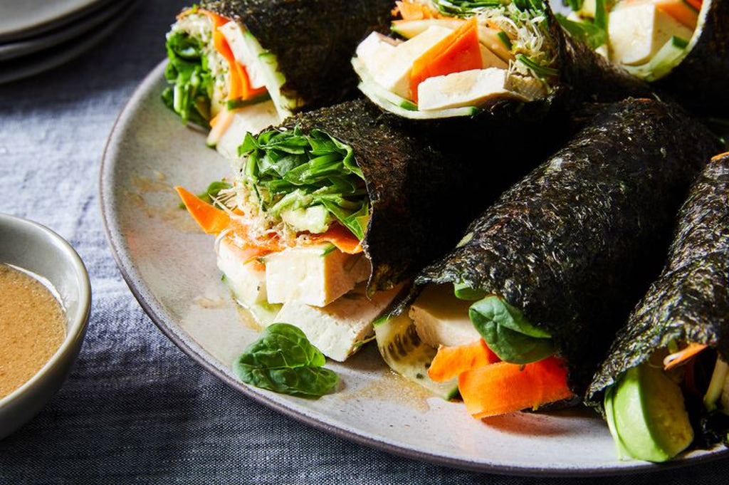 Seaweed Wraps with Quinoa and Fresh Vegetables Fillings