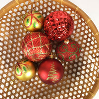 Lot of 6 plastic ornaments Balls