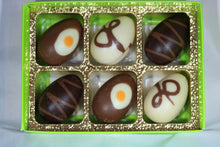 Load image into Gallery viewer, Praline mini egg gift box