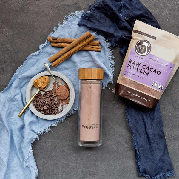 Cacao and nut butter smoothie in TOUR glass Fressko flask