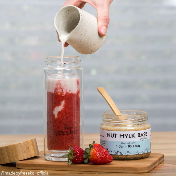 strawberry and nut mylk smoothie recipe in a Fressko Flask