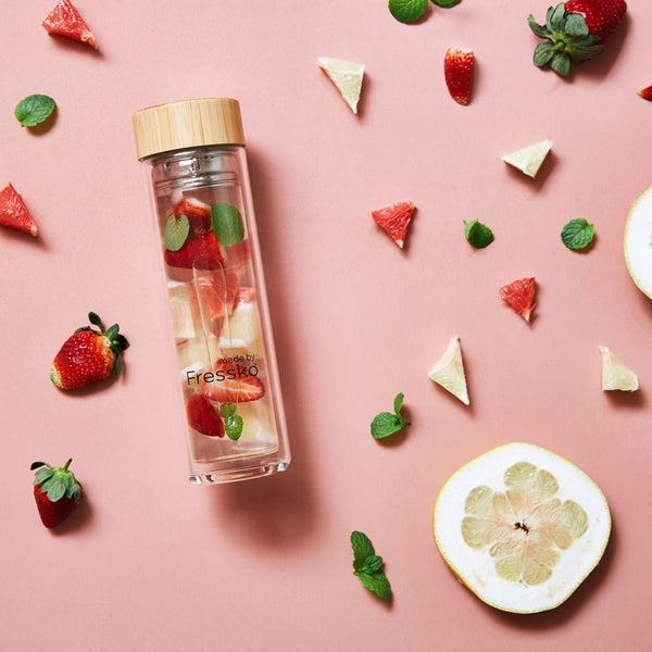 glass fressko flask with strawberries mint pomelo and water