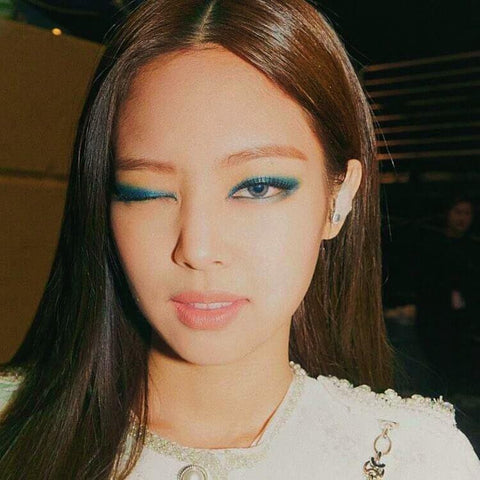 BlackPink member Jennie wears colored contact lenses