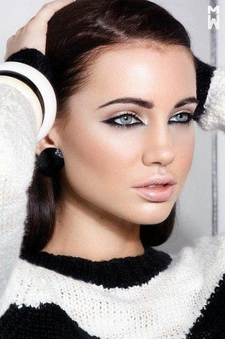 a Model wearing CoFANCY Contacts with Reverse Makeup