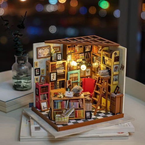 Sam's Study Library DIY Miniature - Xmas Shop