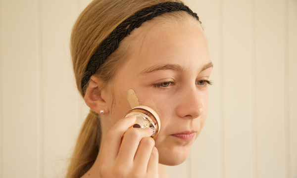 How To Reapply Sunscreen While Wearing Makeup